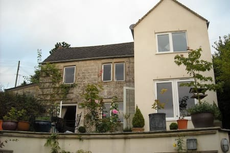Cotswold country cottage  - Stroud  - B&B