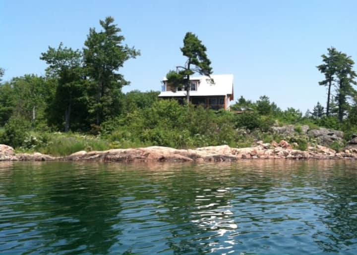 Modern secluded cabin Georgian Bay