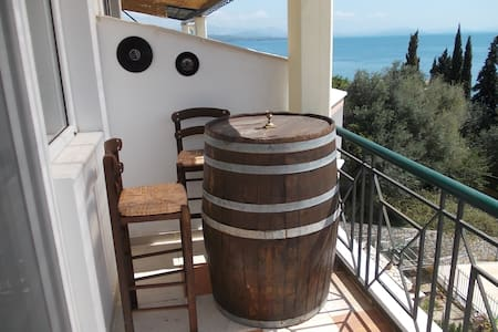 Roof-Two bedrooms apartment with sea view - Mparmpati