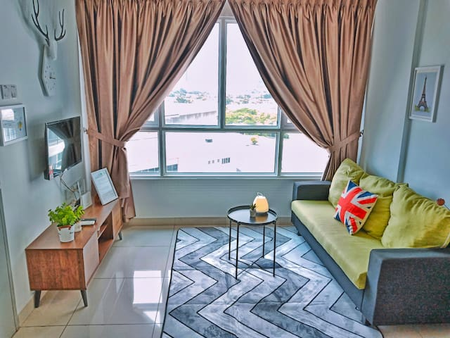 ★Newly Renovated★ 2~5 Pax, 2 Bedrooms, 1 Car Park