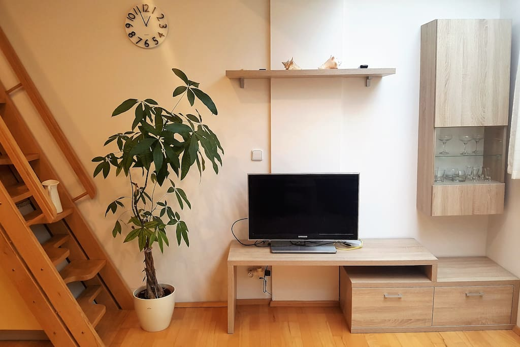 Obývací pokoj - televize, schody na střešní terasu; Living room - TV, stairs to the roof terrace