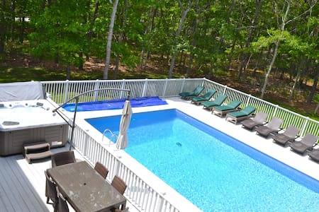 Luxury, private, heated pool, hot tub, Peloton!