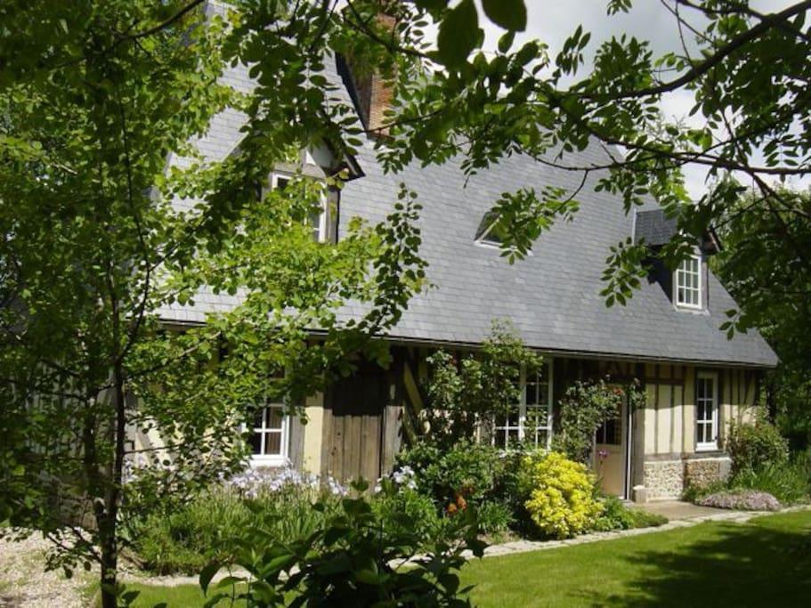 vacances de charme en normandie maisons louer thiberville haute normandie france. Black Bedroom Furniture Sets. Home Design Ideas