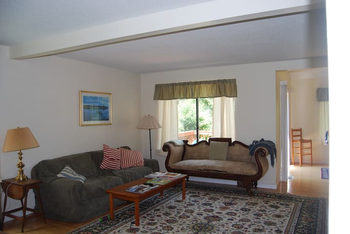 Nice, Quiet 2 Bedroom Condo - Bloomfield - Apartment