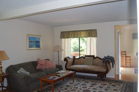 Nice, Quiet 2 Bedroom Condo - Bloomfield - Apartament