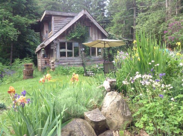Garden Cottage - Hornby Island - Talo