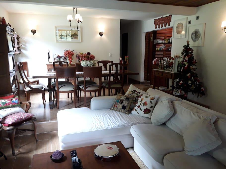 Sala de estar e jantar, ambientes integrados.