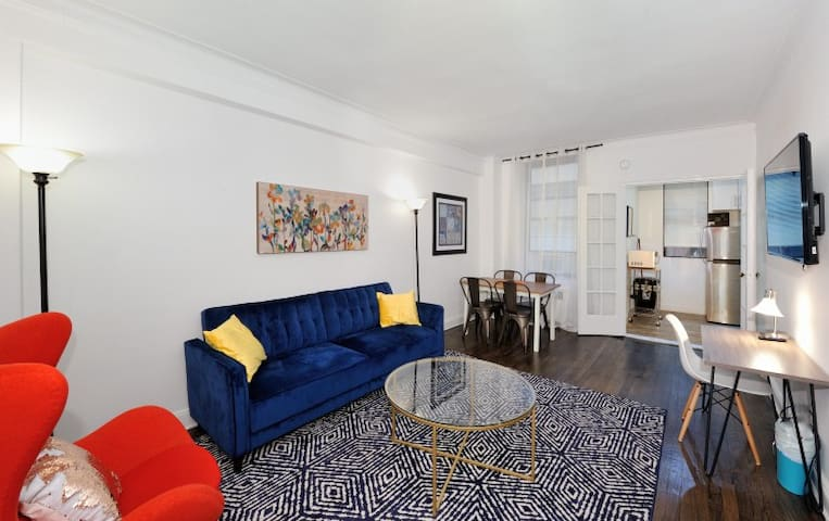 Sophisticated KING 1 Bedroom Best Location