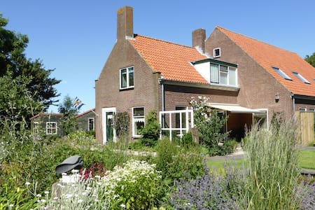 Bed Breakfast Bicycle Woonboerderij