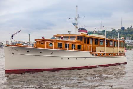 78' Historic Yacht! Fully Restored, Sleeps 8! - Seattle