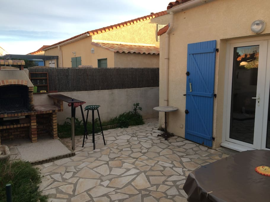 Jolie maisonnette piscine et mer maisons louer vic for Maison vic la gardiole