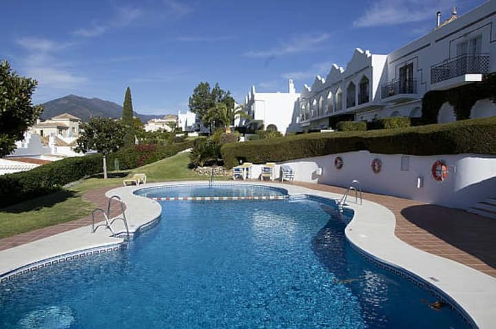 Lux townhouse w/ parking close to Puerto Banus