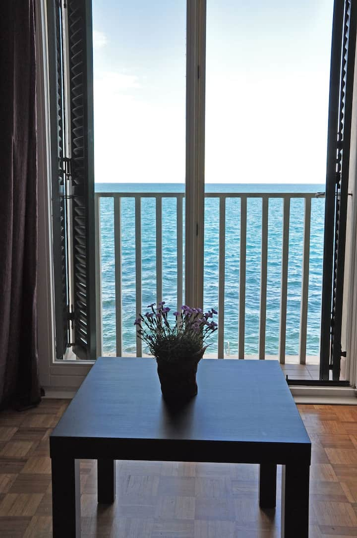 Direct On The Sea - Beach Private Apartment