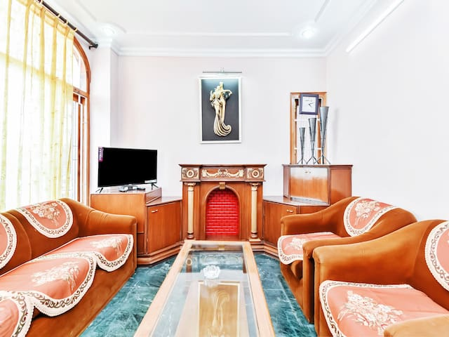 Cosy 2BHK Sojourn in Jakhu - Prices Slashed!
