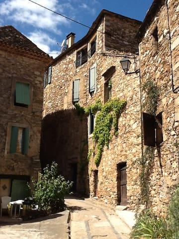 maison en pierre proche rivière - Roquebrun
