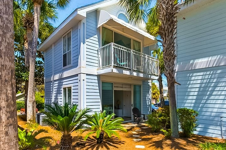 New Listing! Cute and cozy cottage, shared pool and beach access