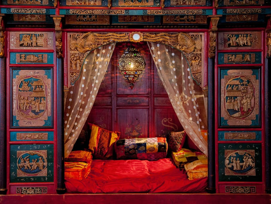 Chill out in an 19th century Chinese bed reading nook.