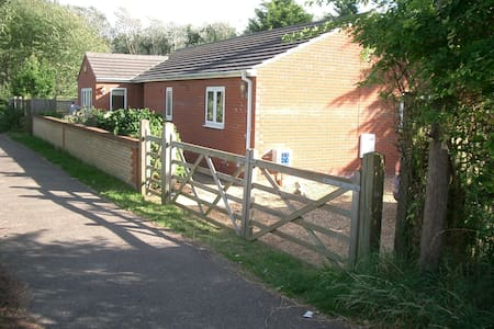 Pleasant 2-Bedroomed Bungalow - Cambridge