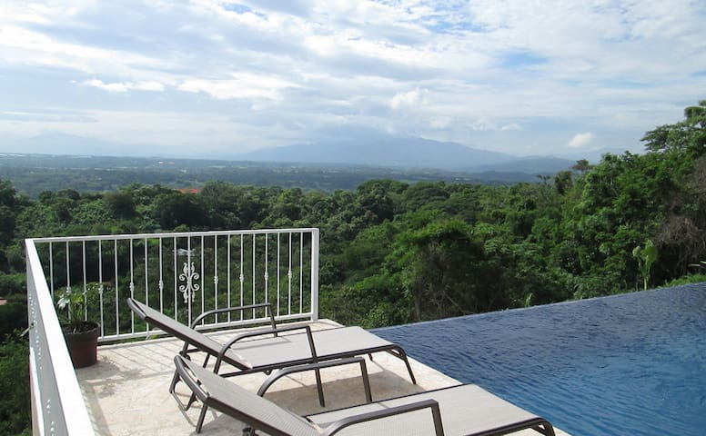 Gorgeous! Spectacular Views of Valley, Volcanoes! - Atenas - House
