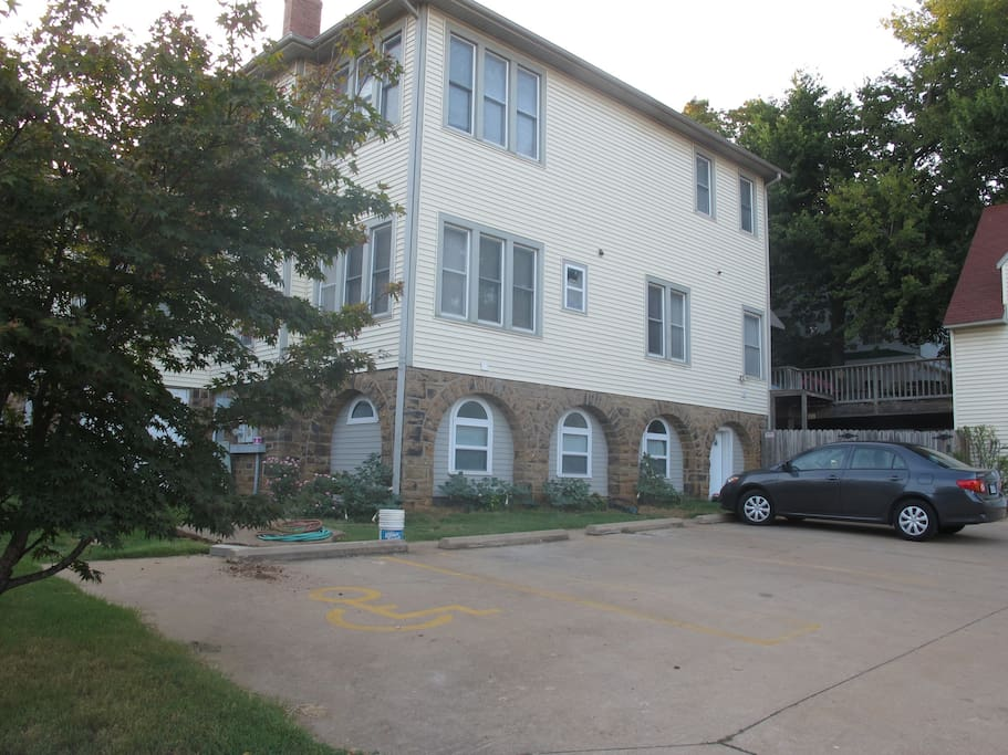 Hog Hideaway Comfort On Campus Apartments For Rent In Fayetteville Arkansas United States