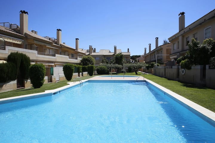 AT050 XIPRERS: Casa con piscina comunitaria a 500m de la playa
