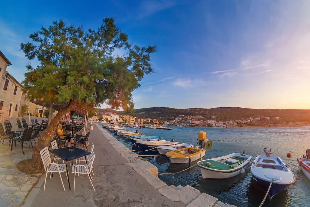 Cafe at the Vinjerac boat harbor