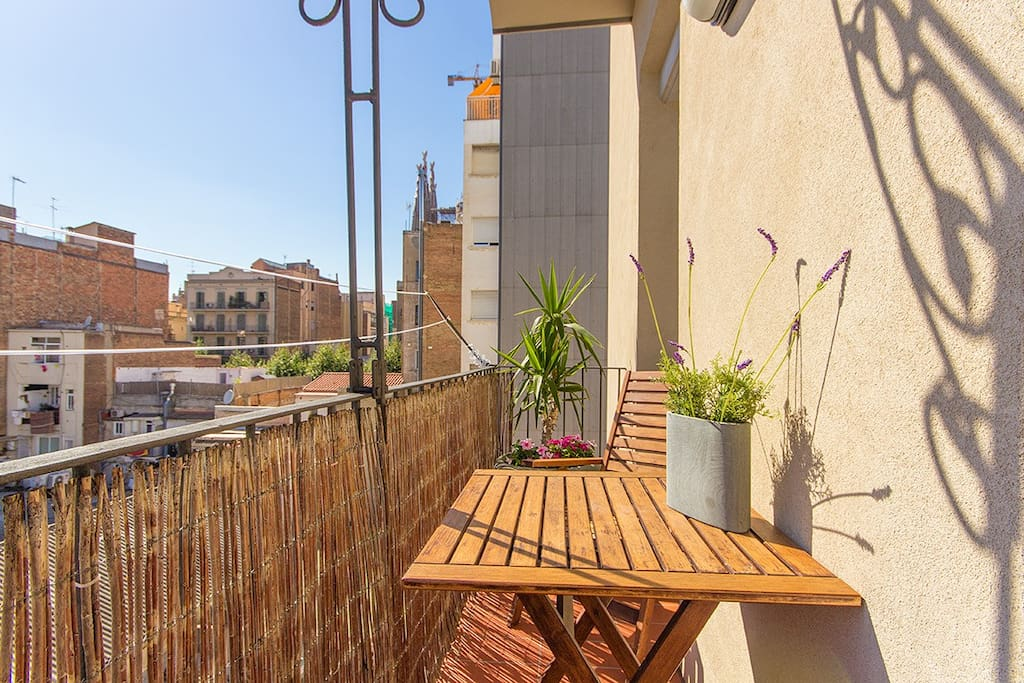 Sunny and quiet loft next to sagrada familia loft in for Monolocale affitto barcellona spagna