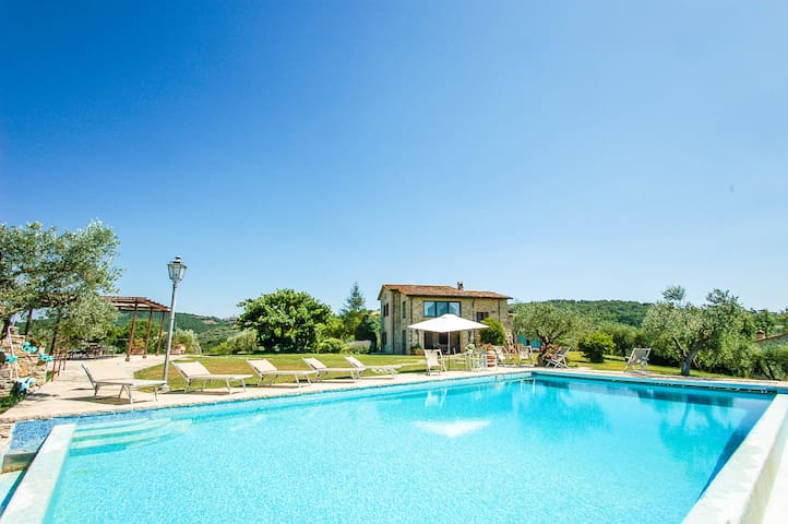 Villa with private pool, A/C in Umbria nabij Todi