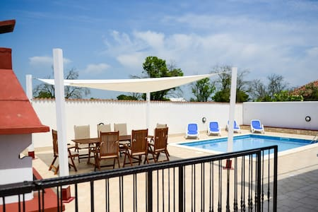 Spacious Holiday house/private pool - Pula
