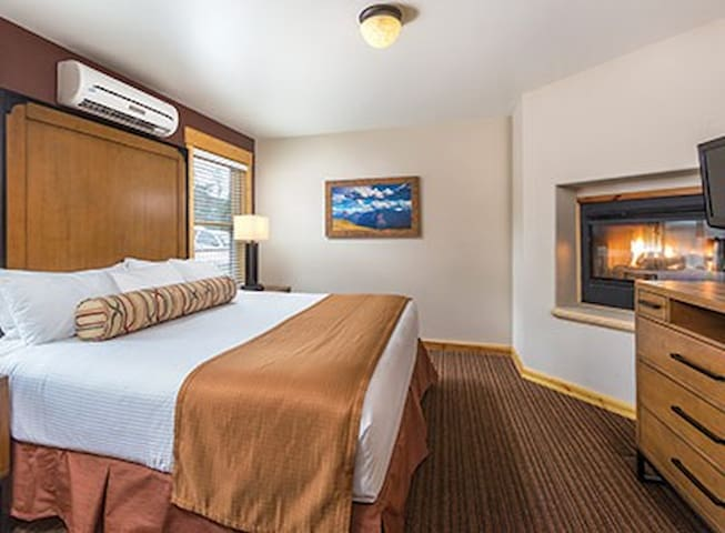 Close to YMCA & RMNP Two-Bedroom Sleeps 6