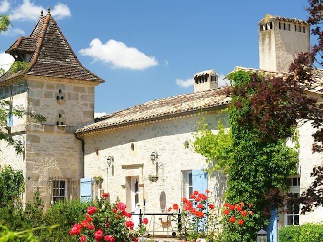 Propriété de charme, calme, piscine - Moulinet - House