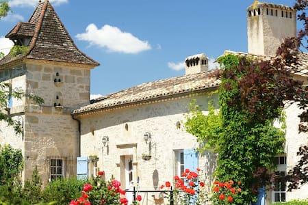 Propriété de charme, calme, piscine - Moulinet - บ้าน
