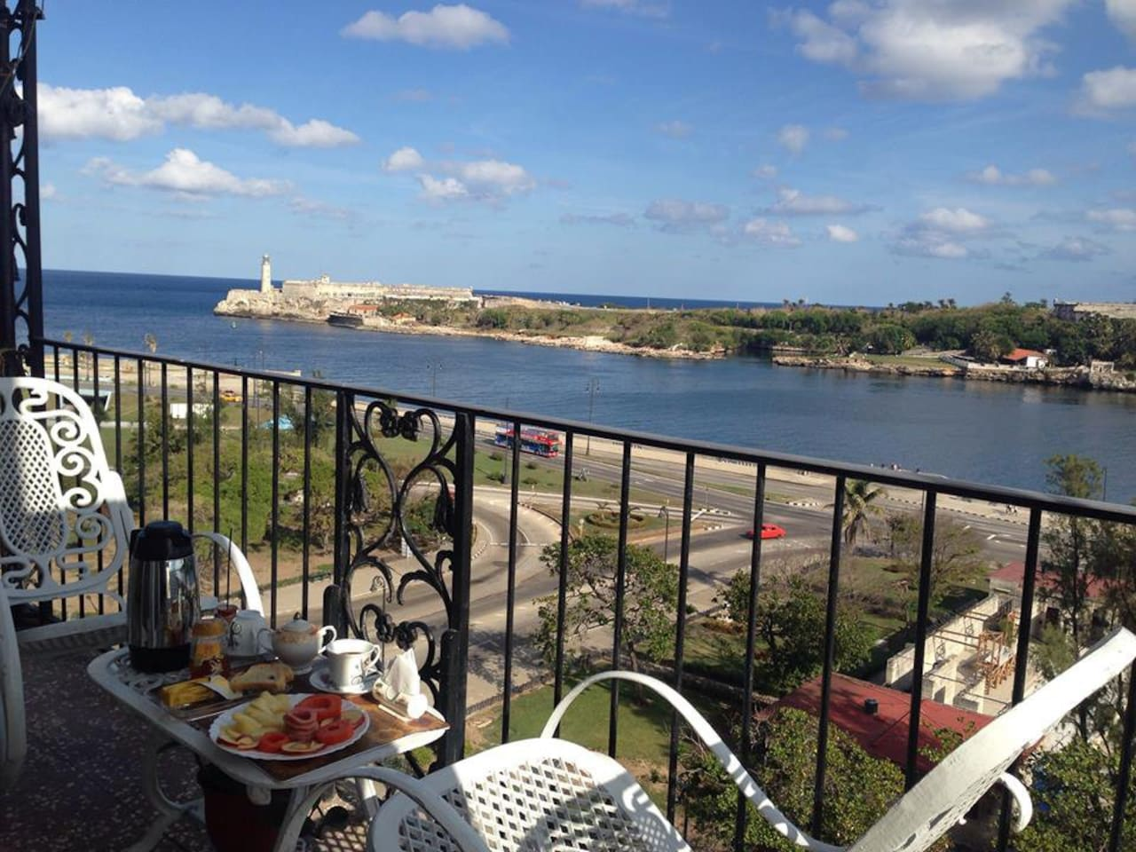 Desayuno en el balcón