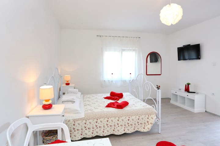Modern apartment Zadar-free parking