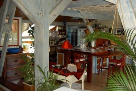 Loft donjon  dans Maison d'artistes - Béziers