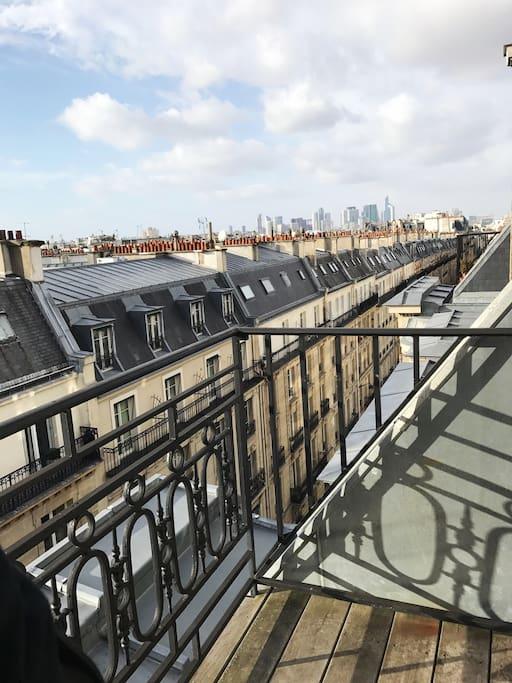 Balcon vue sur Paris La Défense