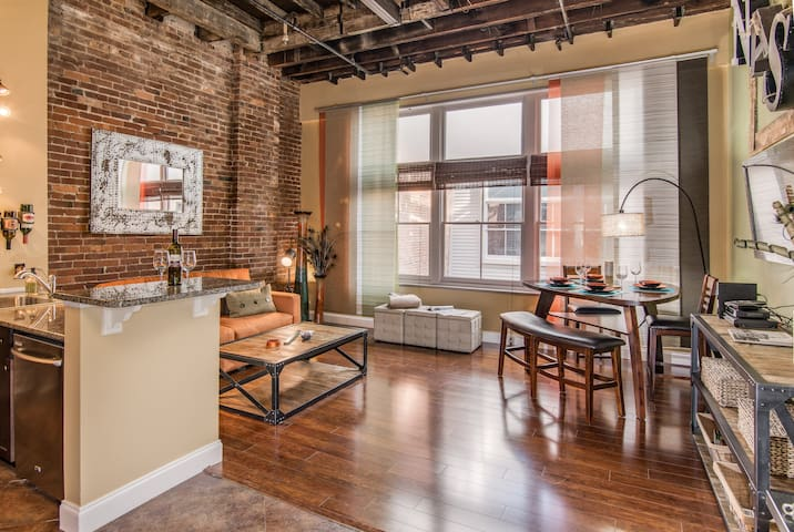 Good Times Loft - Heart of Downtown, Sleeps 5