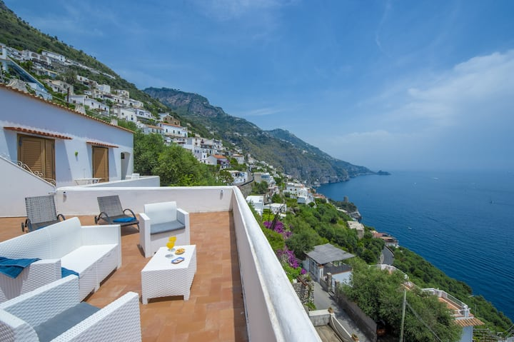 Villa Isabel with Sea View, Terraces and Internet Wi-Fi