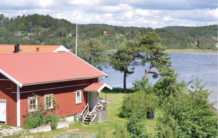 Holiday cottage with 2 bedrooms on 80 m² in Henån