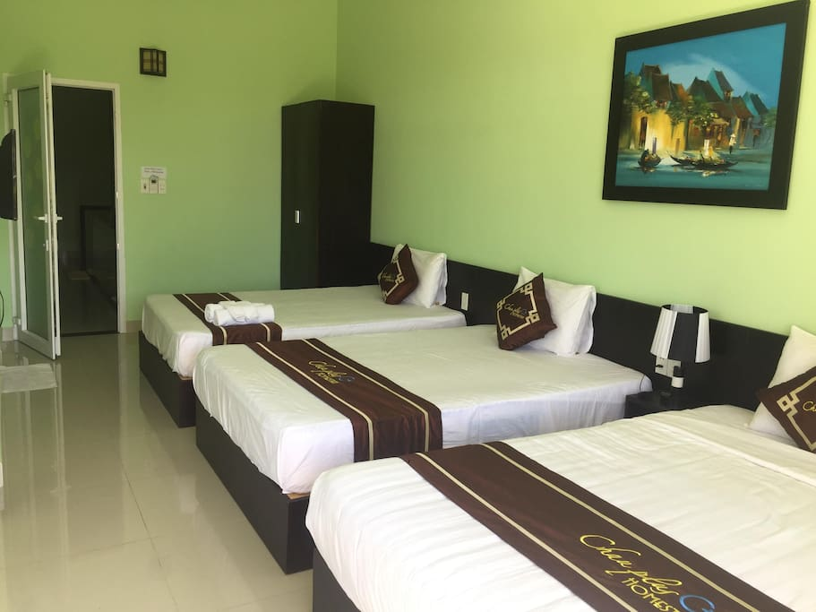 1 Kingsize Bed and 2 Double Beds