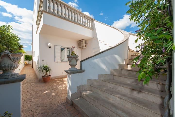 Appartamento con terrazzo - Torre Lapillo - Lägenhet