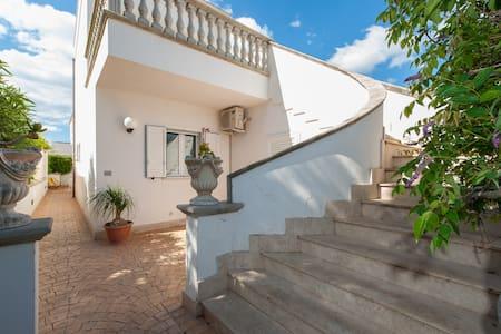 Appartamento con terrazzo - Torre Lapillo - Apartment