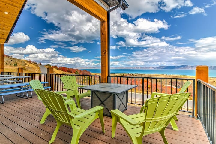 Gorgeous Bear Lake getaway with private hot tub and game room!
