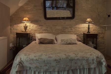 B&B La Cuverie du Château, ROMANTIC - Corcelles-les-Arts - Bed & Breakfast