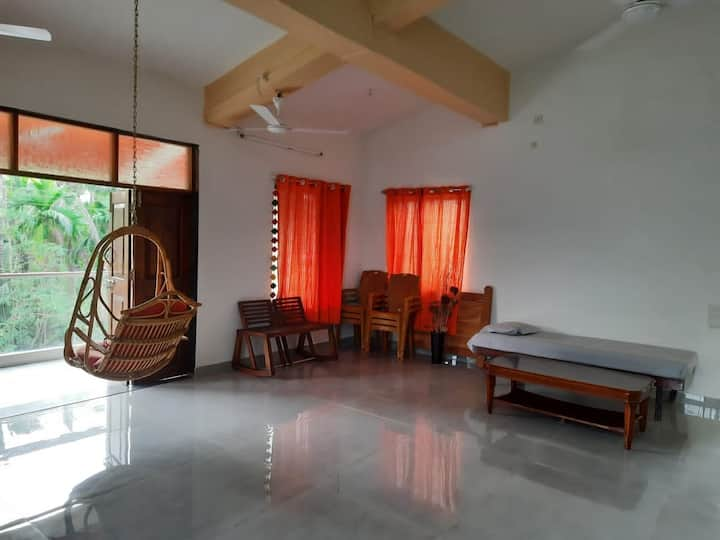 House with modern amenities, 3 min drive to beach