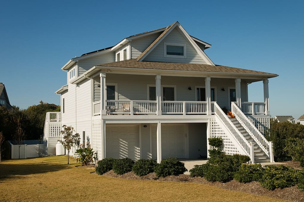 Modern beach house on outer banks houses for rent in for Modern house for rent