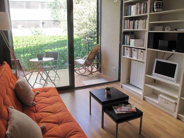 Apartamento con terraza y parquing.