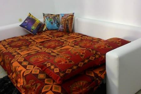Comfy sofa bed in big pvt. room - Dubai - Apartment