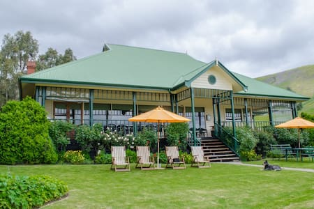 Village Green & Pavilion Bunkhouse - Strath Creek
