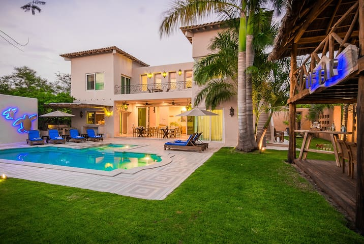 Luxury Villa,  Palapa, Pool, Private.